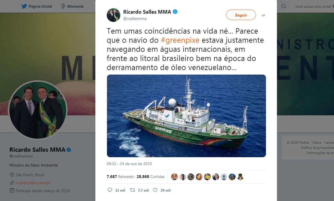 Em sua conta oficial no Twitter, o ministro do Meio Ambiente, Ricardo Salles, insinuou que a ONG internacional Greepeace estaria envolvida no derramamento de óleo no litoral brasileiro Foto: Reprodução
