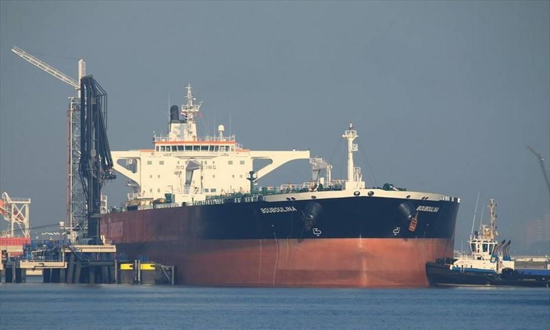 O petroleiro grego Bouboulina, apontado pela PF como responsável pelo óleo que foi derramado no Nordeste do Brasil Foto: Reprodução