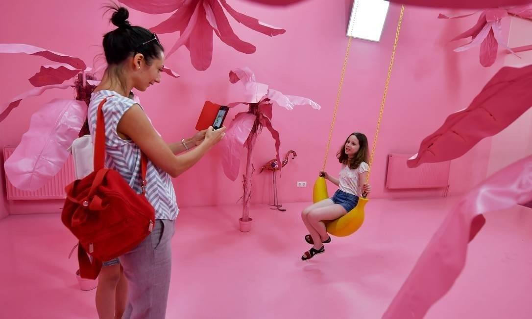 Foto no Museu da Selfie em Budapeste Foto: ATTILA KISBENEDEK / AFP