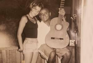 Mariana Aydar e Chico César: cantora pediu show do ídolo em festa de 15 anos Foto: Arquivo pessoal