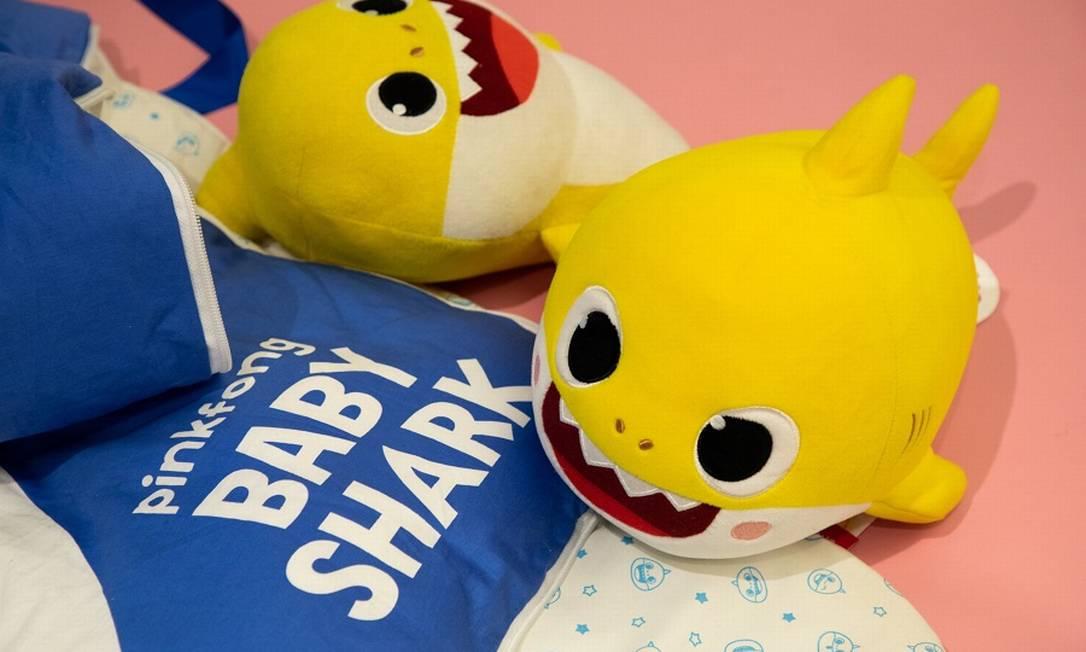 """Bichinhos de pelúcia baseados em """"Baby Shark"""" em loja da SmartStudy na Coreia do Sul. Foto: SeongJoon Cho / Bloomberg"""