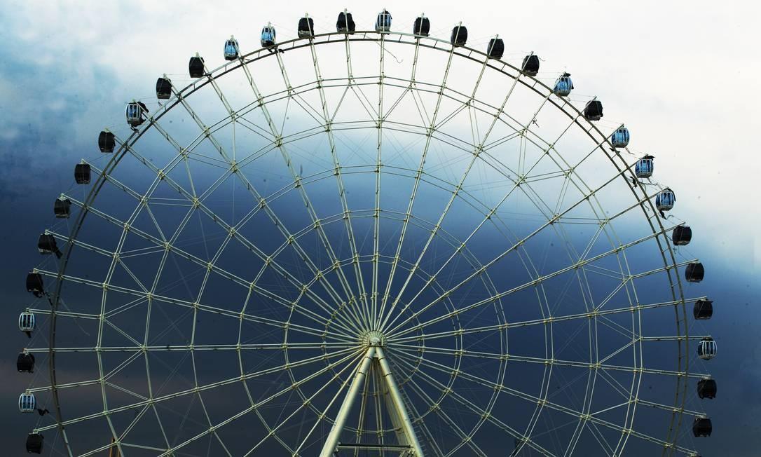 A roda-gigante de 88 metros de altura está com 97% de obra concluída Foto: ANTONIO SCORZA / Agência O Globo