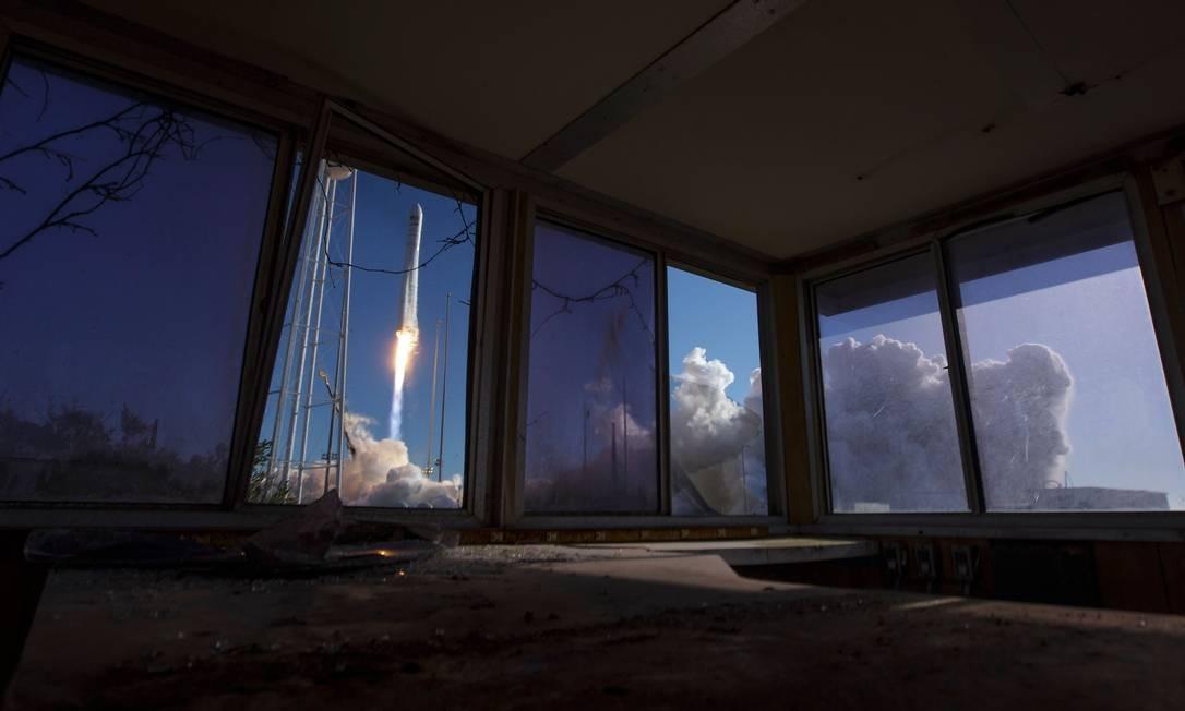 O Northrop Grumman Antares foi lançado no sábado com a espaçonave Cygnus a bordo. Missão é para reabastecimento da estação espacial da Nasa com 3.719 kg de suprimentos e equipamentos para tripulação Foto: Bill Ingalls / Nasa/AFP