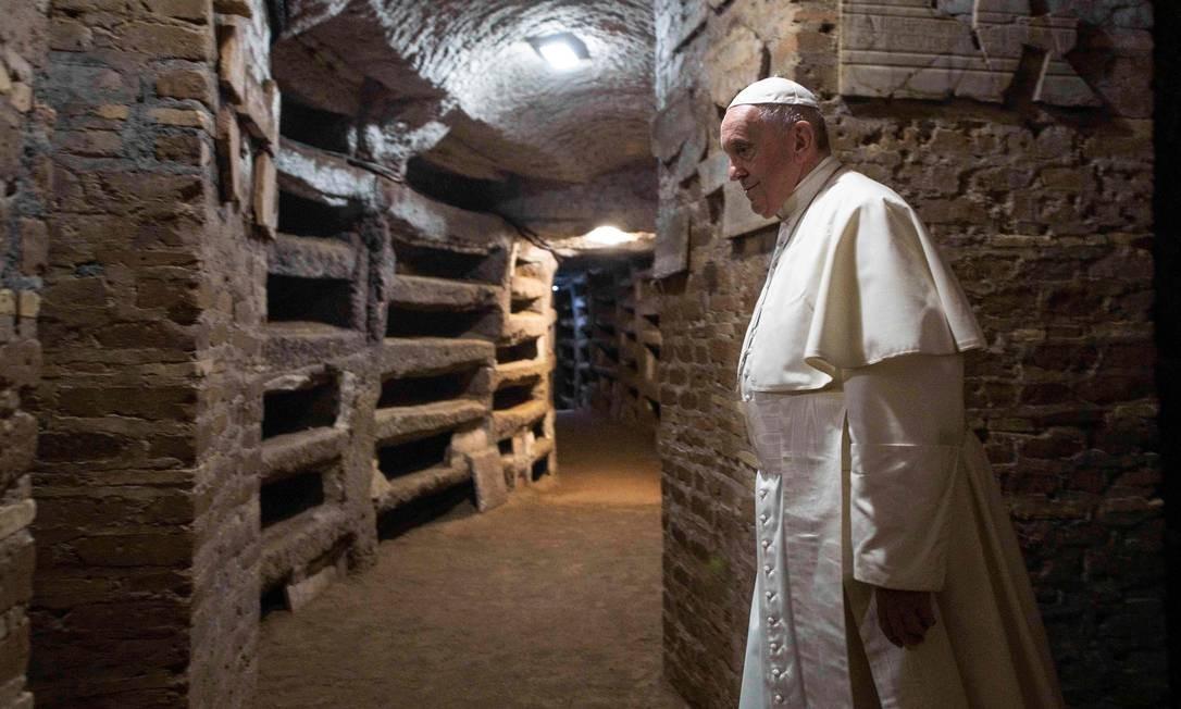 Papa Francisco visita as catacumbas de Priscilla, em Roma Foto: Ho / Vaticano/AFP