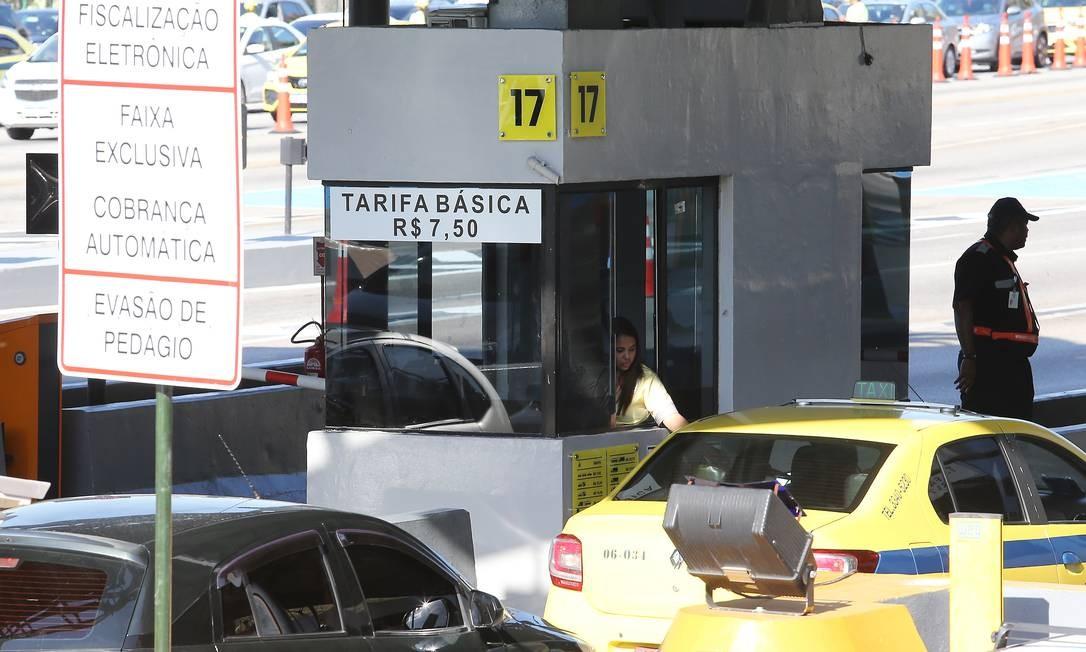 A cobrança no sentido centro voltou a acontecer no domingo (3) Foto: Guilherme Pinto / Agência O Globo