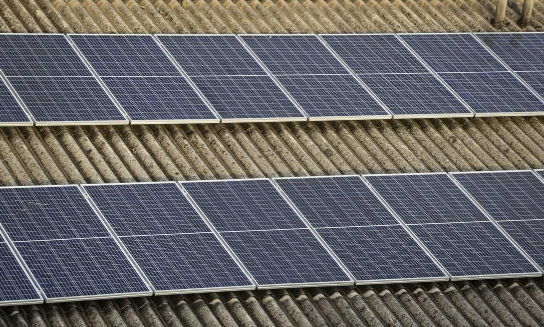 Painéis de energia solar no Rio de Janeiro Foto: Gabriela Fittipaldi / Agência O Globo