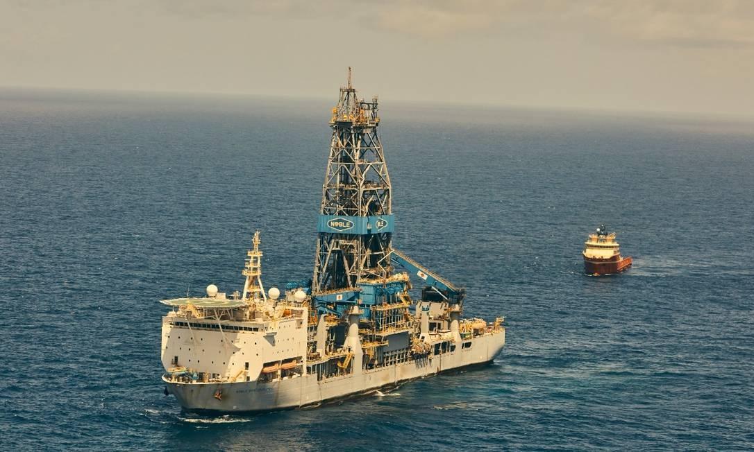 O navio-plataforma Bob Douglas operado pela Noble Energy para a Exxon Mobil, na Guiana Foto: NYT