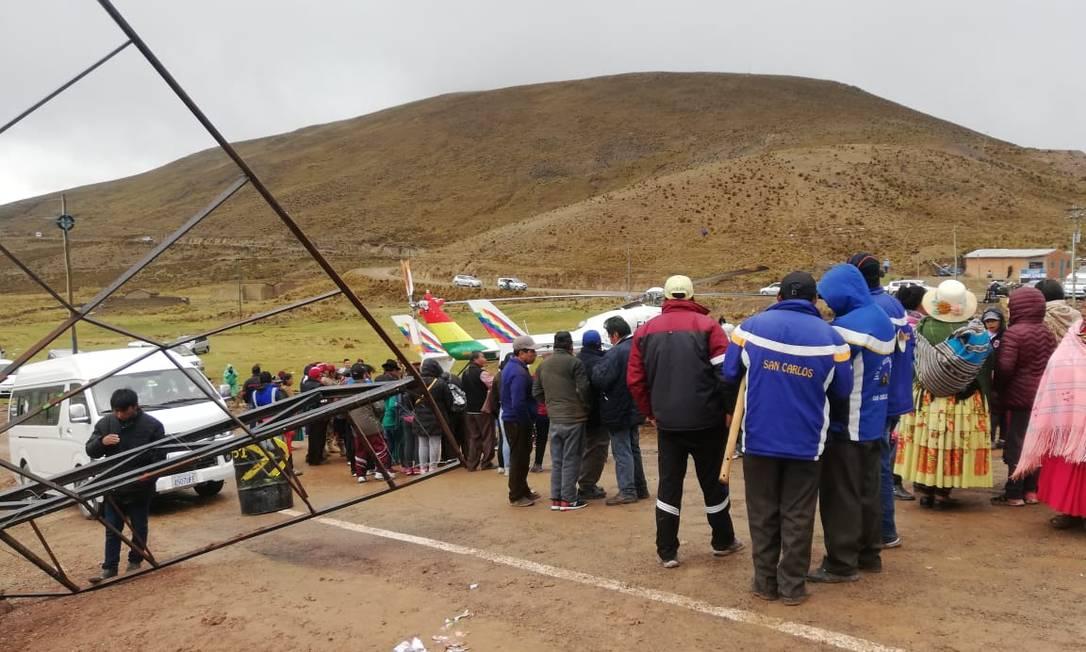 Helicóptero que levava o presidente da Bolívia, Evo Morales, após pouso de emergência em Colquíri Foto: Agência Fides