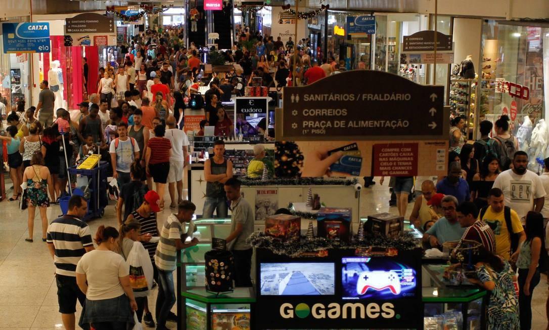 Movimentação do shopping no final do ano Foto: Pedro Teixeira / Agência O Globo