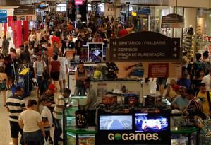 Movimentação do shopping no fim do ano Foto: Pedro Teixeira / Agência O Globo