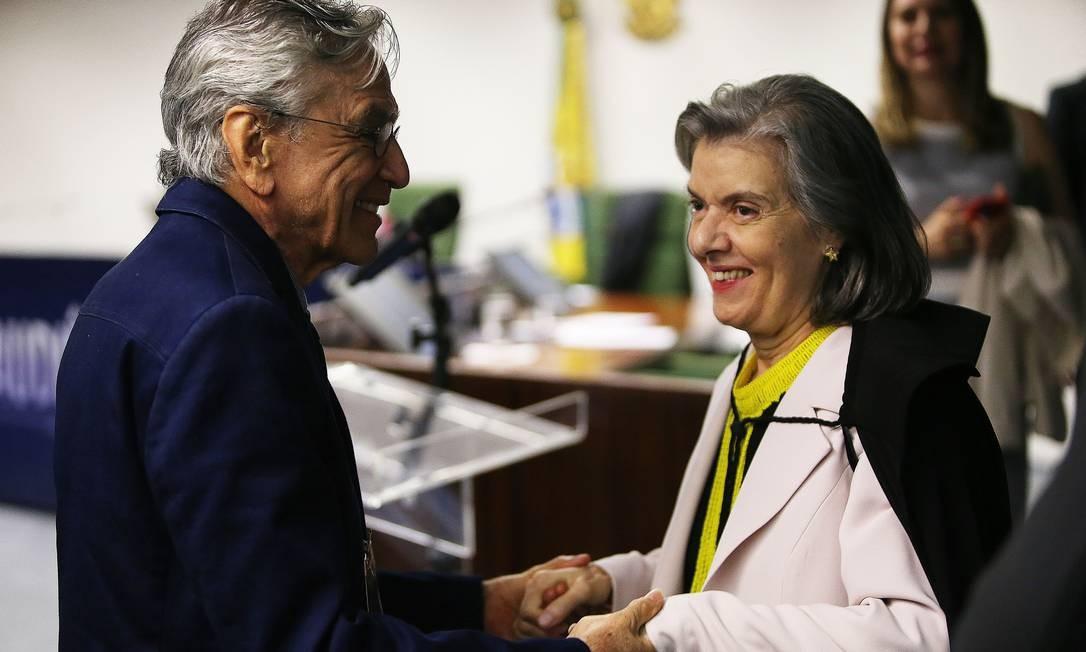 A ministra Cármen Lúcia com Caetano Veloso no STF Foto: Jorge William / Agência O Globo