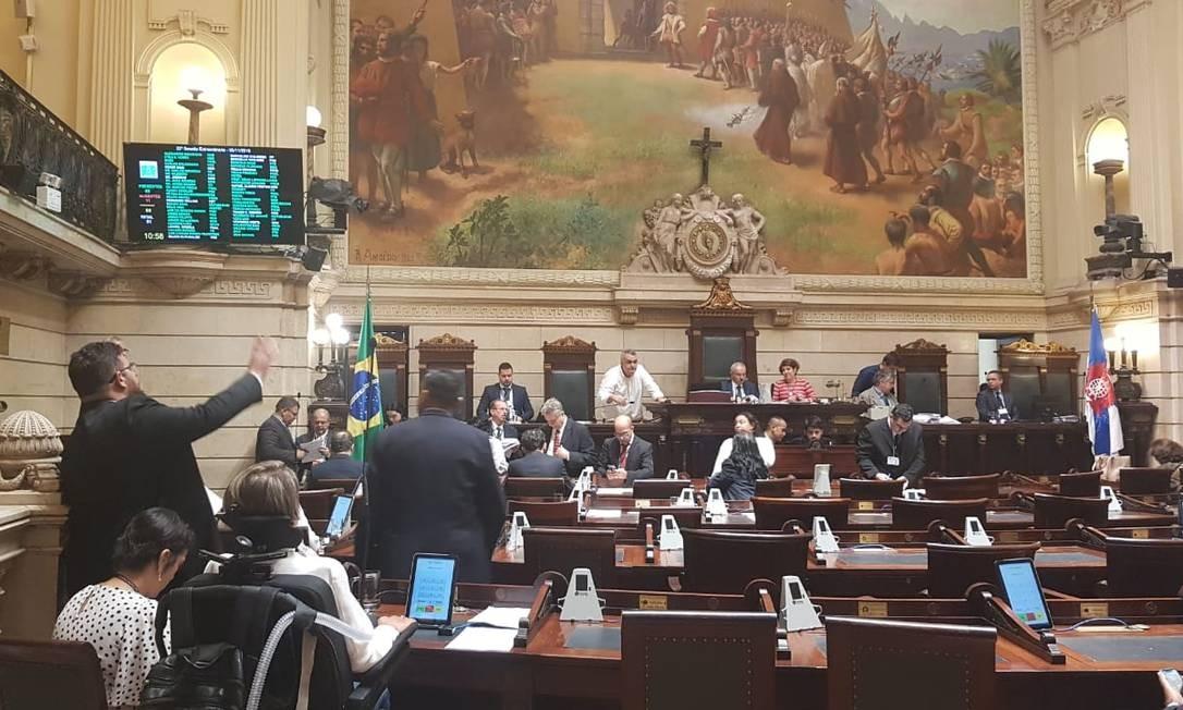 Vereadores no plenário para votação do projeto de encampação da Linha Amarela Foto: Luiz Ernesto Magalhães / Agência O Globo