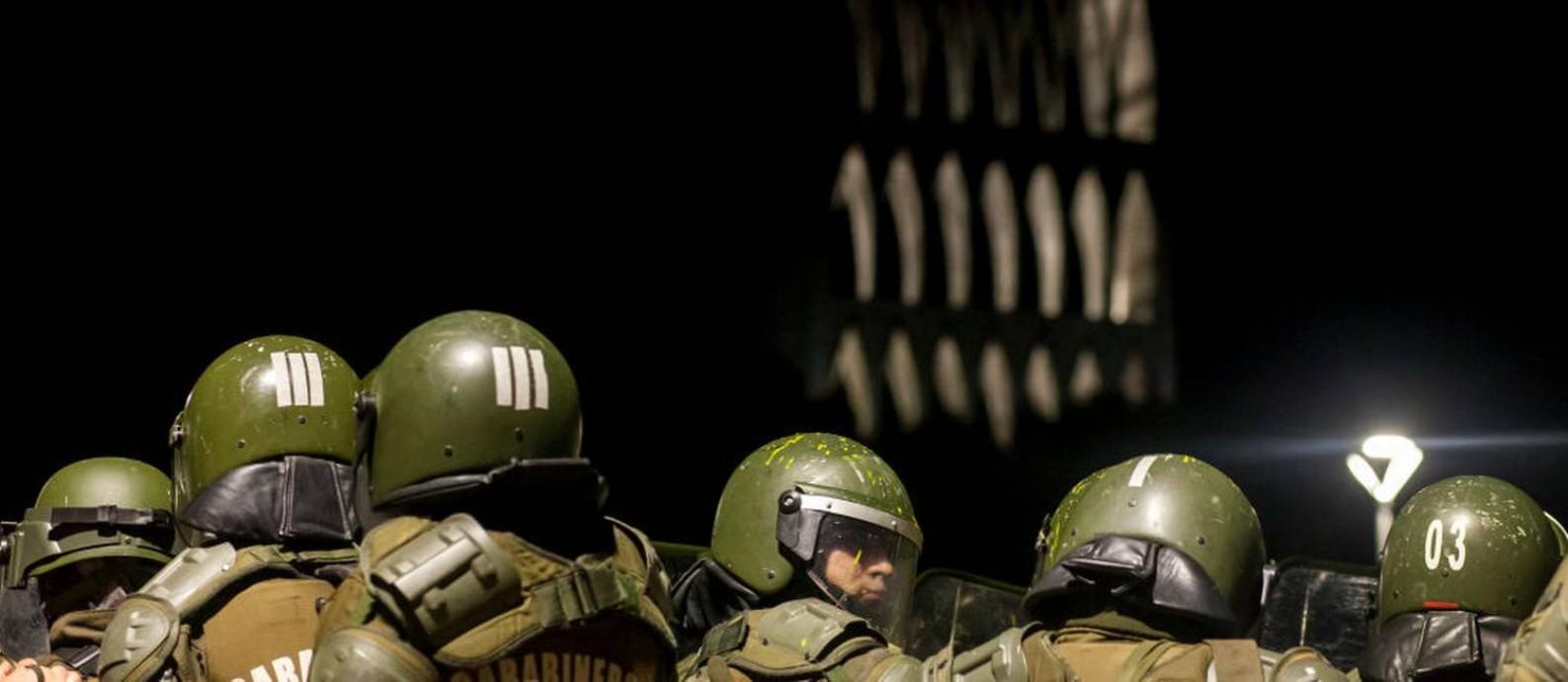 Militares chilenos em Osorno, durante protestos contra o presidente Piñera Foto: NurPhoto / Getty Images