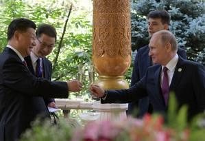 Xi e Putin: líder chinês e russo virão ao Brasil para reunião do Brics Foto: ALEXEI DRUZHININ / AFP