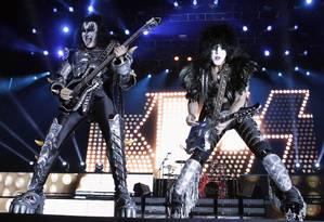Gene Simmons e Paul Stanley, do Kiss: banda visitará Uberlândia em 2020 Foto: Jorge Adorno / Reuters