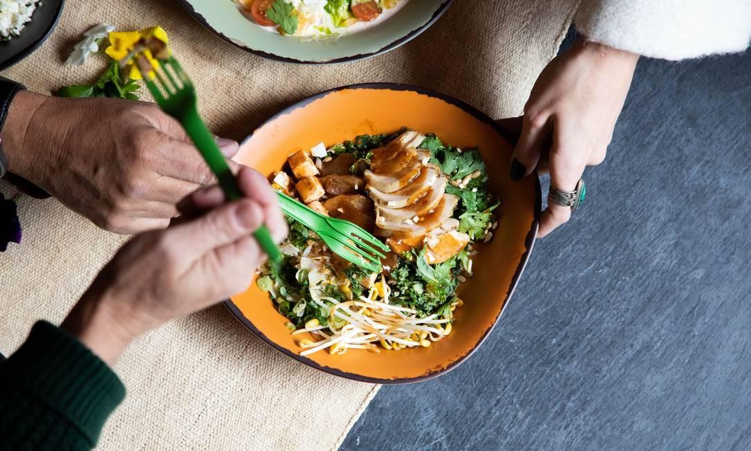 Restaurante terá comida baseada nas levas de estrangeiros que construíram o país Foto: Irena Stein for Immigrant Food