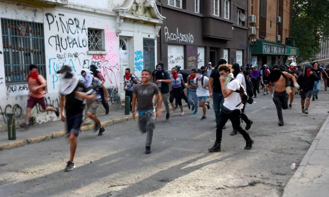 Manifestantes protestam durante um protesto contra o governo do Chile em Santiago, Chile, 5 de novembro de 2019. REUTERS / Henry Romero Foto: HENRY ROMERO / REUTERS