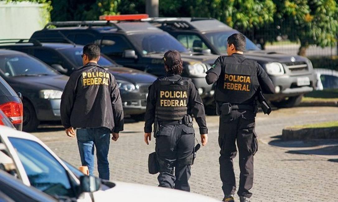 Agentes da Polícia Federal participam de operação Foto: Aloisio Mauricio/Agência Fotoarena/Agência O Globo