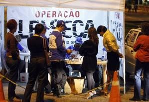 Blitz: motorista que se recusar a passar pelo bafômetro terá processo de suspensão ou cassação da CNH agilizado Foto: Agência O Globo