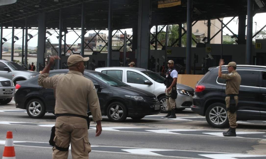 Juíza proibiu que prefeitura administre a Linha Amarela e determina multa pessoal a Crivella de R$ 100 mil Foto: Fabiano Rocha / Fabiano Rocha