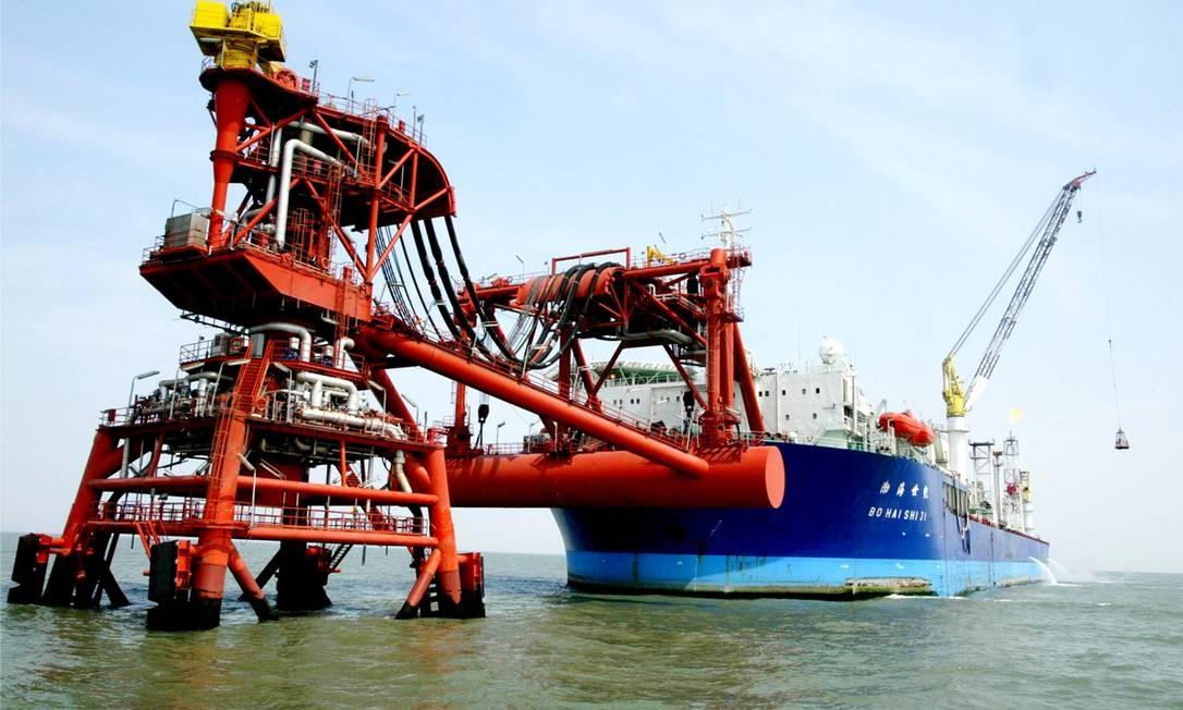 A CNOOC tem uma produção diária estimada em 1,3 milhão de barris de petróleo equivalente por dia Foto: China Photos / Getty Images