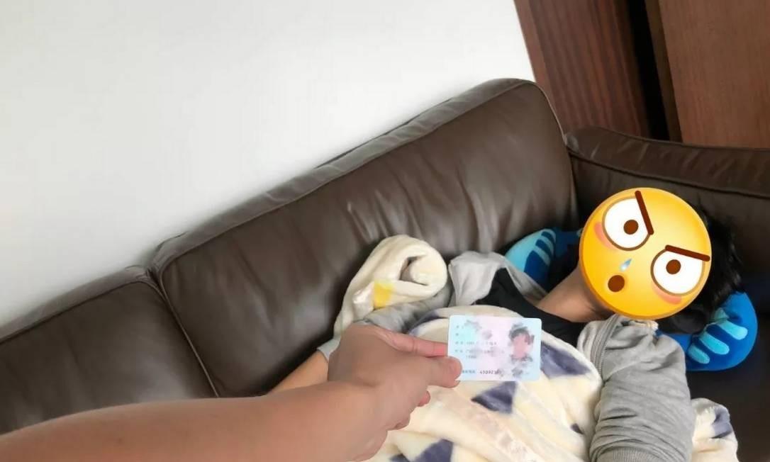 Jovem tenta burlar sistema de registro da Tencent usando documento da mãe enquanto ela dorme Foto: Tencent