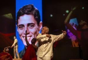 Cena do espetáculo 'Roda viva', em nova montagem dirigida por Zé Celso Foto: Alexandre Cassiano / Agência O Globo