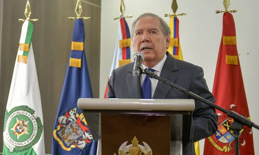 O então ministro da Defesa colombiano, Guillermo Botero, fala a jornalistas em setembro: renúncia após crise Foto: RAUL ARBOLEDA / AFP