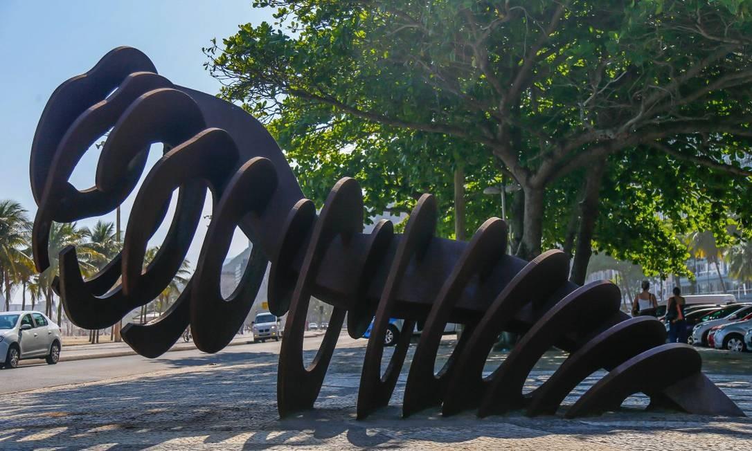 'A Baleia', de Angelo Venosa, no Leme Foto: Marcelo Regua
