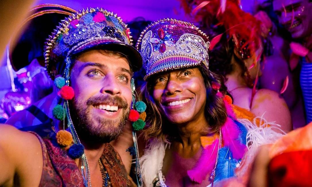 Raul Aragão e Glória Maria Foto: Bruno Ryfer