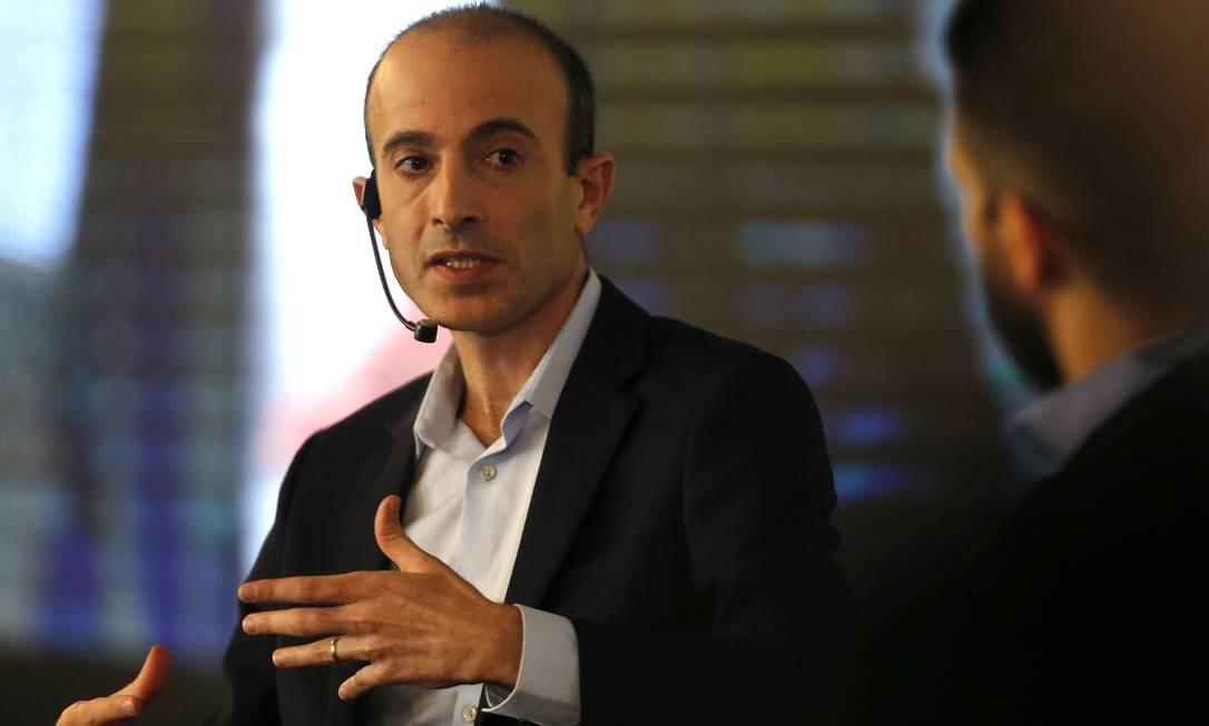 O escritor israelense Yuval Noah Harari em palestra durante o lançamento do projeto 'Modernizar', da Câmara dos Deputados Foto: Jorge William / Agência O Globo