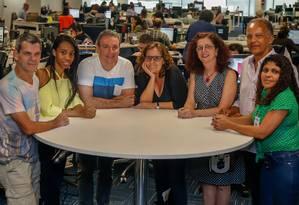 Os 'Caçadores de ofertas' visitaram a redação integrada na semana passada Foto: Marcelo Regua / Agência O Globo