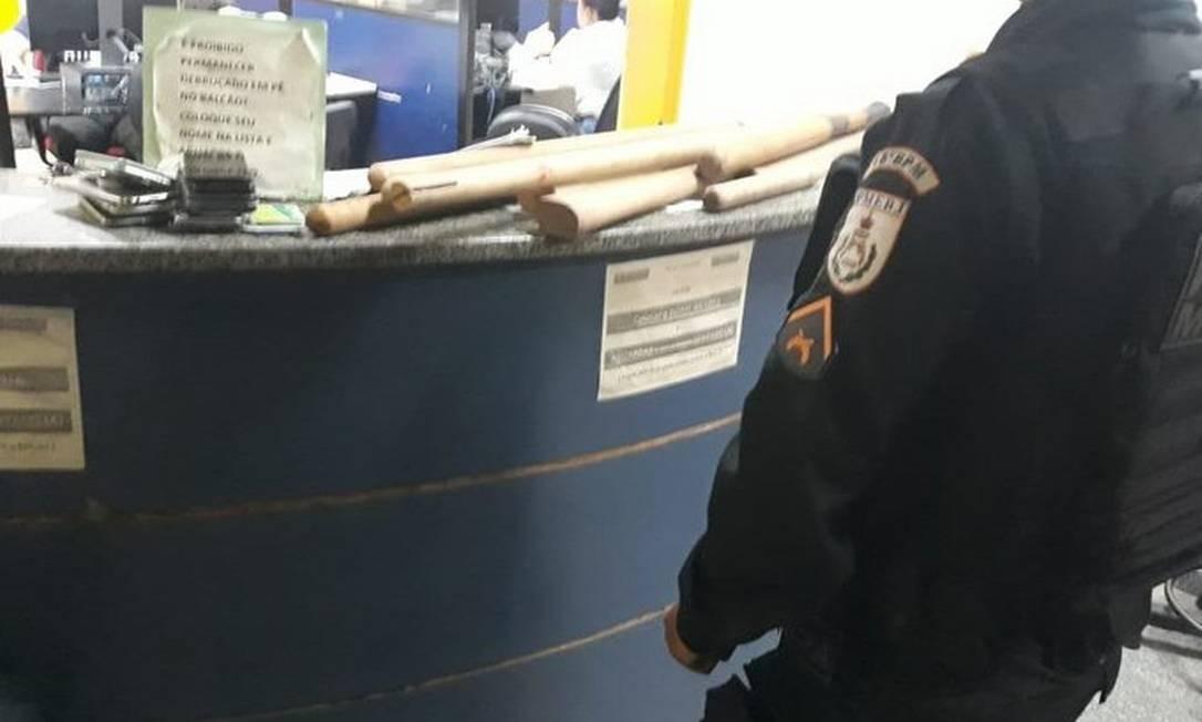 Material apreendido por policiais em Jacarépaguá Foto: Divulgação PMERJ