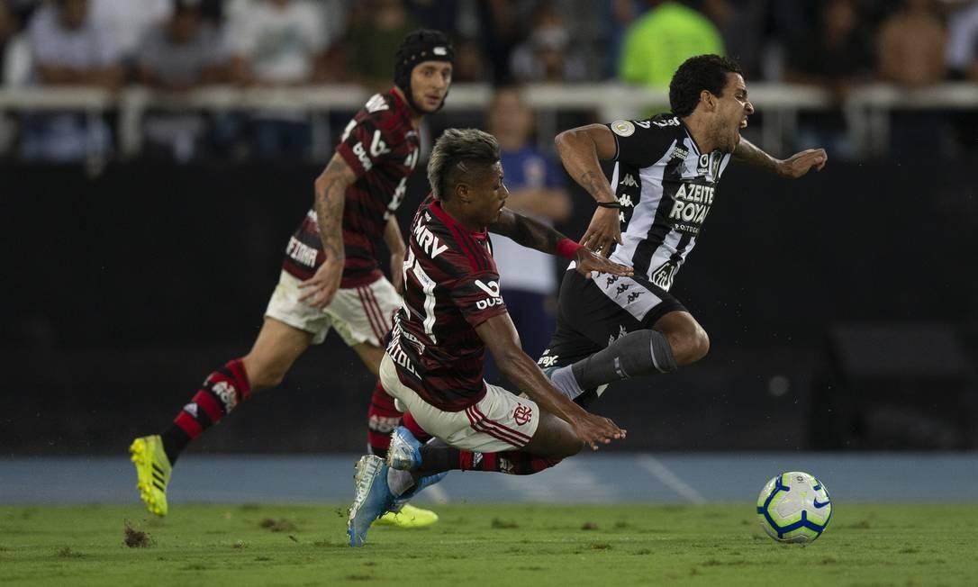 Flamengo e Botafogo fazem clássico 'pegado' no Nilton Santos Foto: Alexandre Cassiano