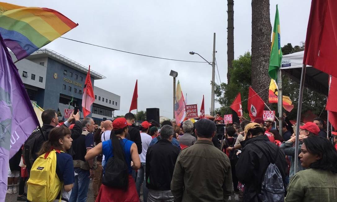 Mobilização de militantes aumentou nesta sexta (8) após decisão do STF Foto: Isadora Rupp