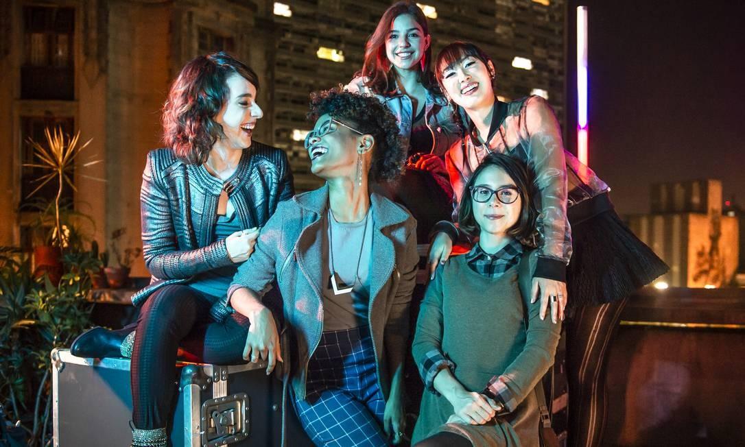 'As Five', nova série do Globoplay derivada de Malhação. A partir da esquerda: Lica (Manoela Aliperti), Ellen (Heslaine Vieira), Keyla (Gabriela Medvedovski), Tina (Ana Hikari) e Benê (Daphne Bozaski) Foto: Fabio Rocha / TV Globo