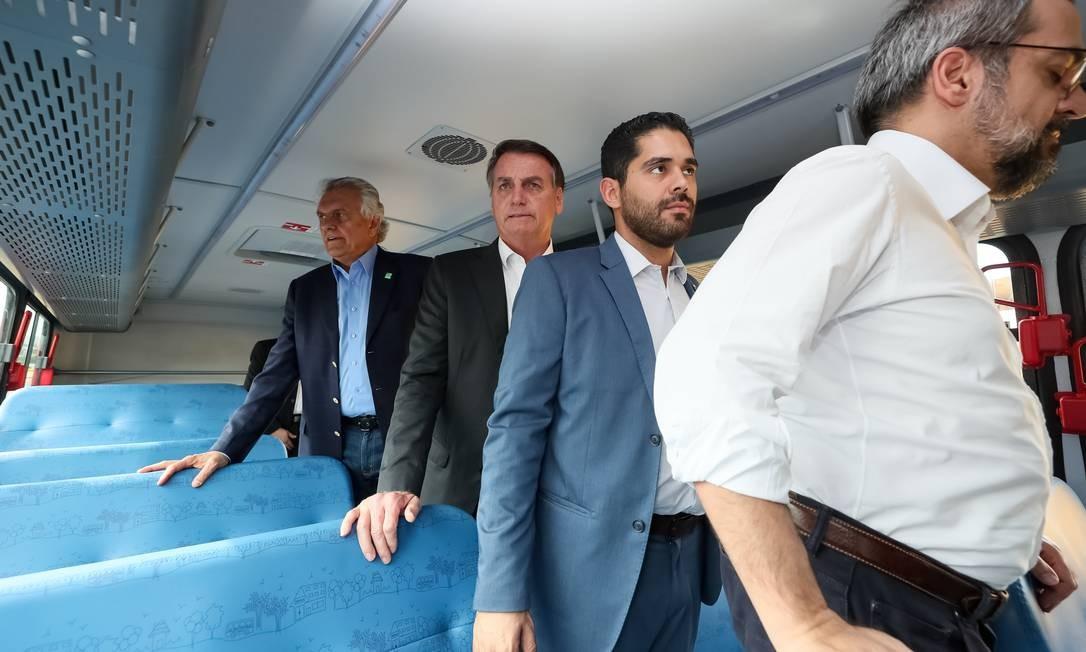 Presidente participou de cerimônia de entrega de ônibus escolares a serem entregues a municípios do Estado Foto: Isac Nóbrega/PR