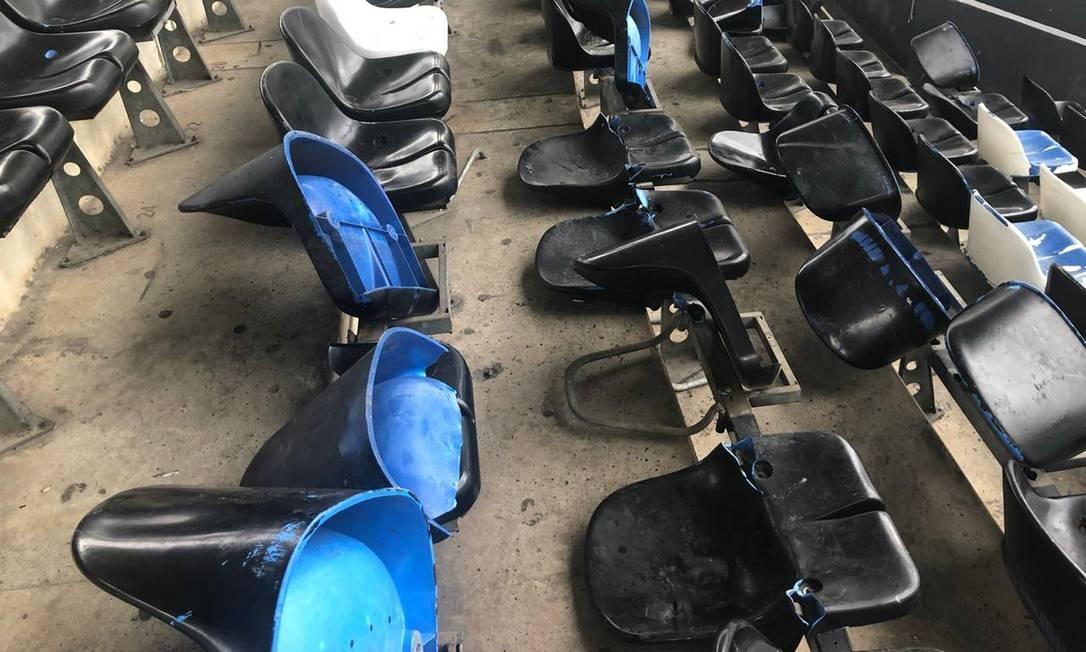 162 cadeiras foram encontradas destruídas no setor Sul Foto: Divulgação