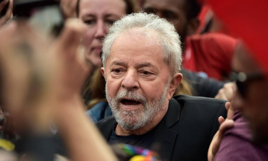 O ex-presidente Luiz Inacio Lula da Silva deixa a prisão em Curitiba (PR) Foto: Carl de Souza / AFP