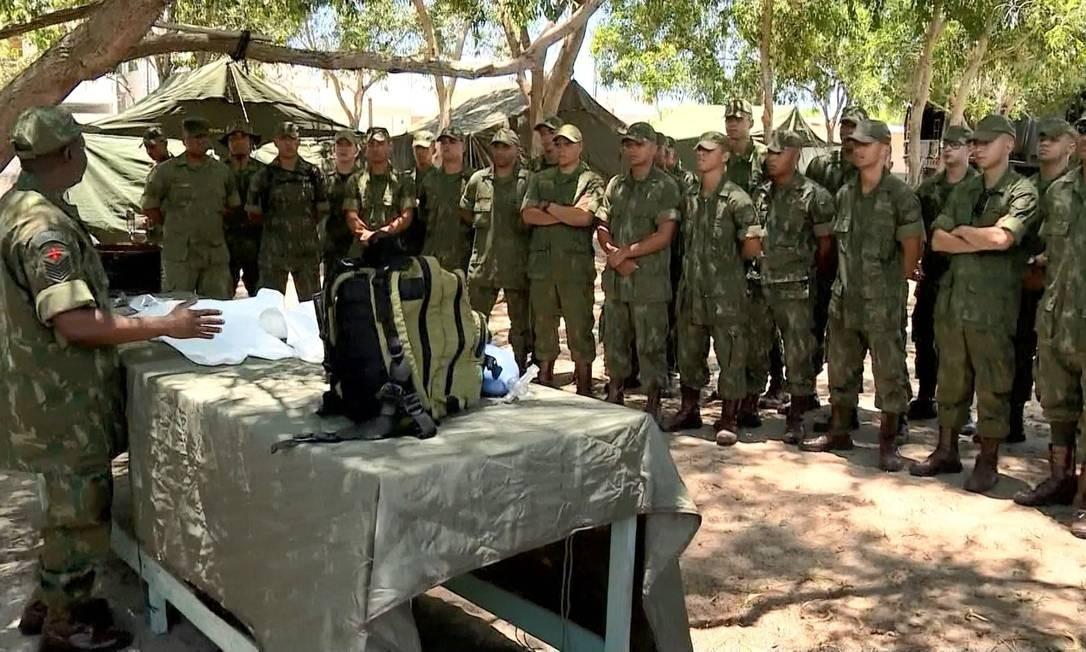 Marinha monta base de monitoramento de óleo, em Guriri, em São Mateus (ES) Foto: Reprodução/ TV Gazeta