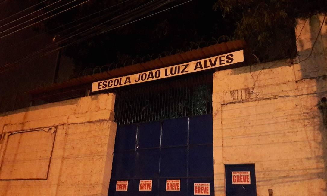 Entrada da Escola João Luiz Alves, na Ilha Foto: Saulo Pereira Guimarães / Agência O Globo