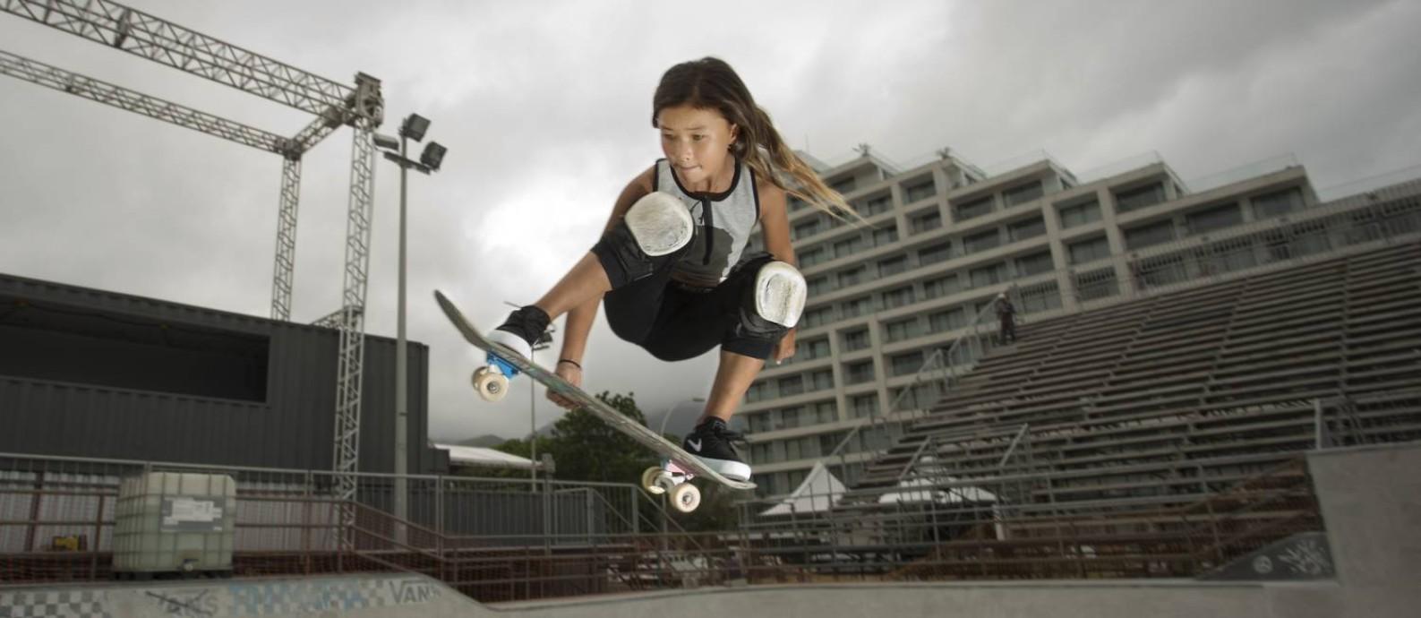 Sky Brown, de 11 anos, está no Rio para disputar torneio na Barra da Tijuca Foto: Márcia Foletto