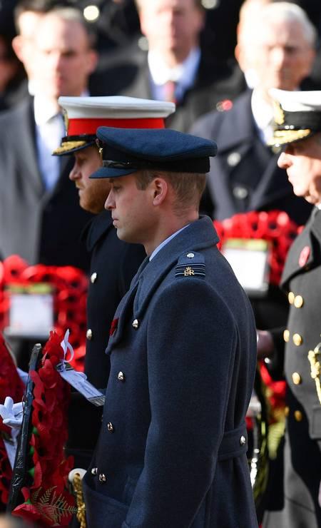 Os irmãos em seus uniformes militares Foto: DANIEL LEAL-OLIVAS / AFP