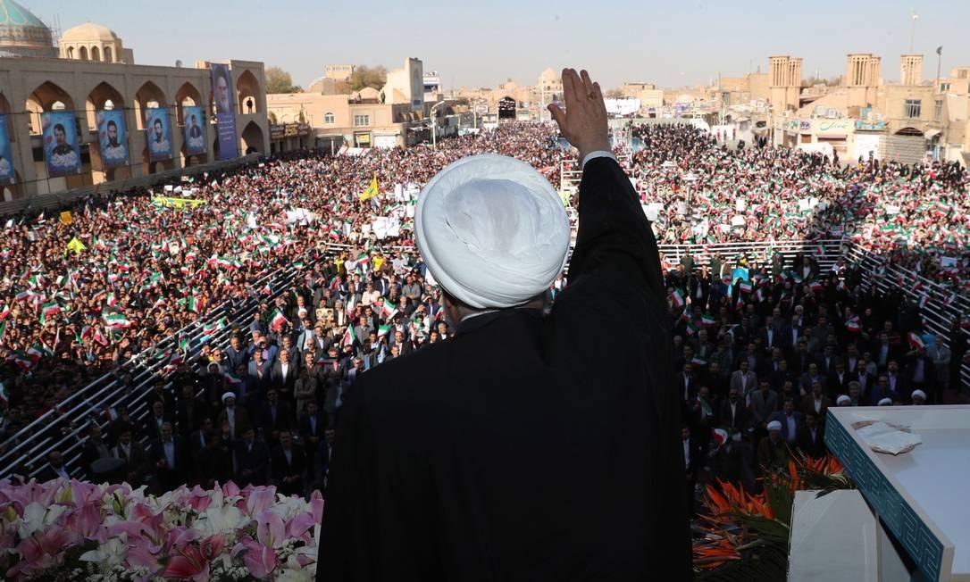 O presidente do Irã, Hassan Rouhani, anunciou a descoberta em discurso neste domingo, na cidade de Yazd Foto: HO / IRANIAN PRESIDENCY / AFP