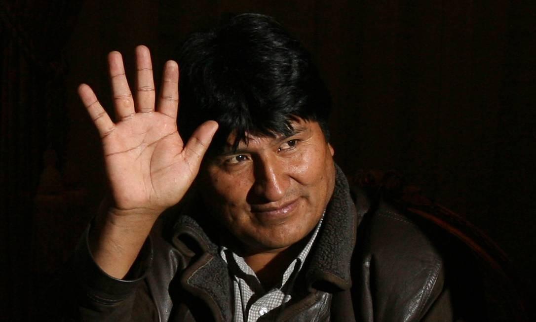 Evo Morales, o primeiro presidente de origem indígena a ser eleito democraticamente na História da América Latina renunciou ao cargo no domingo (10). Protestos da extrema-direita, em queda de braço pelo poder no continente, contestavam o resultado das eleições que deram a ele o quarto mandato consecutivo. Com Evo, eleito em 2006 pela primeira vez, extrema pobreza reduziu de 36,7%, em 2005, para 16,8%, em 2015 Foto: HO / AFP/Arquivo