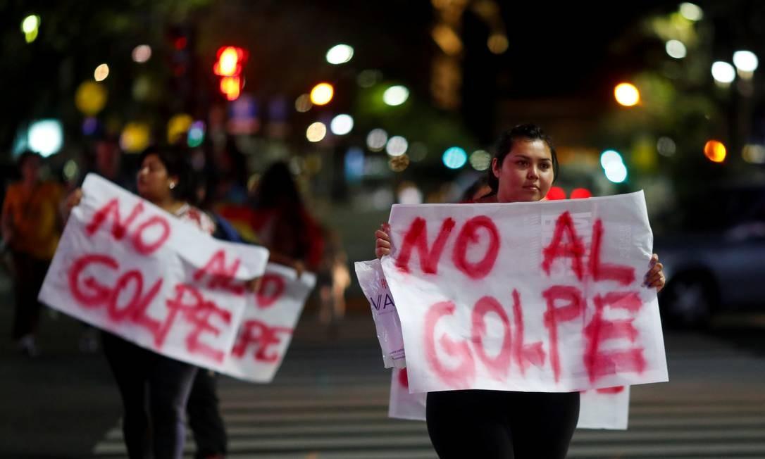 Bolivianos vivendo na Argentina fazem manifestação em apoio a Evo Morales, que renunciou à presidência depois de ser eleito pela quarta vez consecutiva Foto: Agustin Marcarian / Reuters