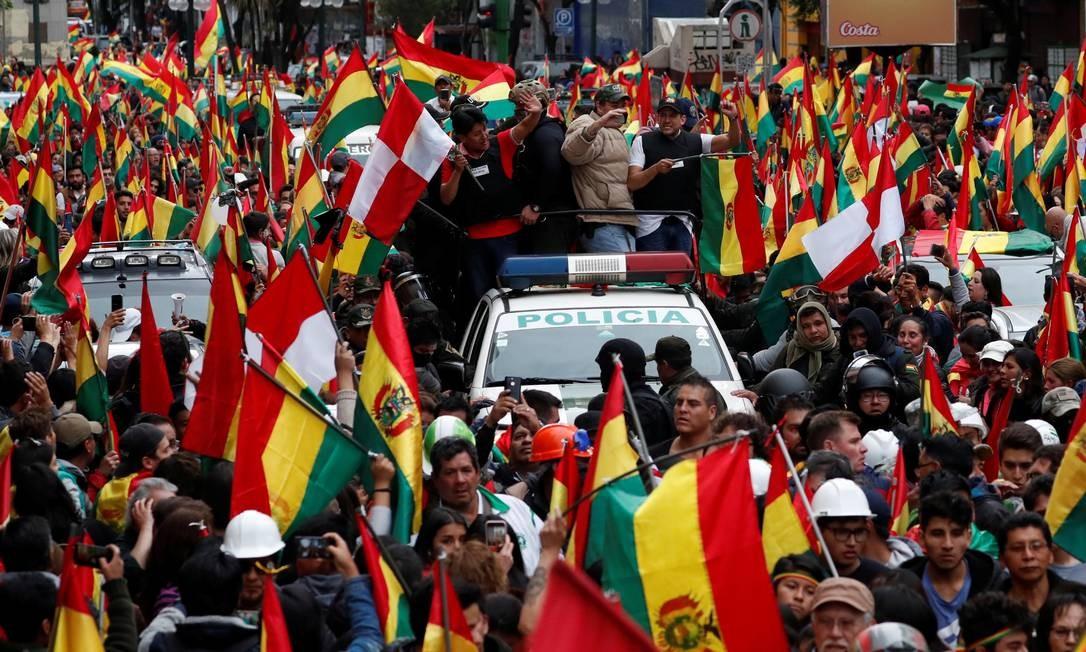 Sanções à polícia devido escândalos de corrupção na alta cúpula colaborou para apoio de policiais à renúncia do presidente Evo Morales Foto: Carlos Garcia Rawlins / Reuters