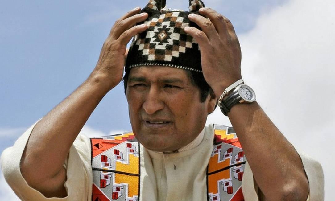 Presidente Evo Morales, o primeiro indígena a liderar a Bolívia, durante ritual indígena no templo de Tiwanaku, a 71 km de La Paz Foto: AIZAR RALDES / AFP