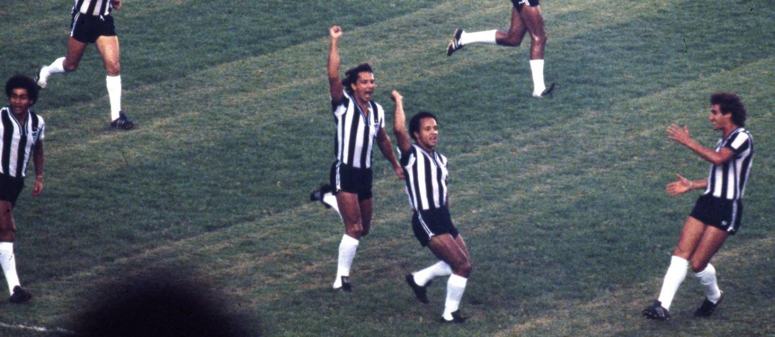 Maior ídolo do Atlético-MG, Reinaldo comemorava gols com punho cerrado Foto: Eurico Dantas / Agência O Globo