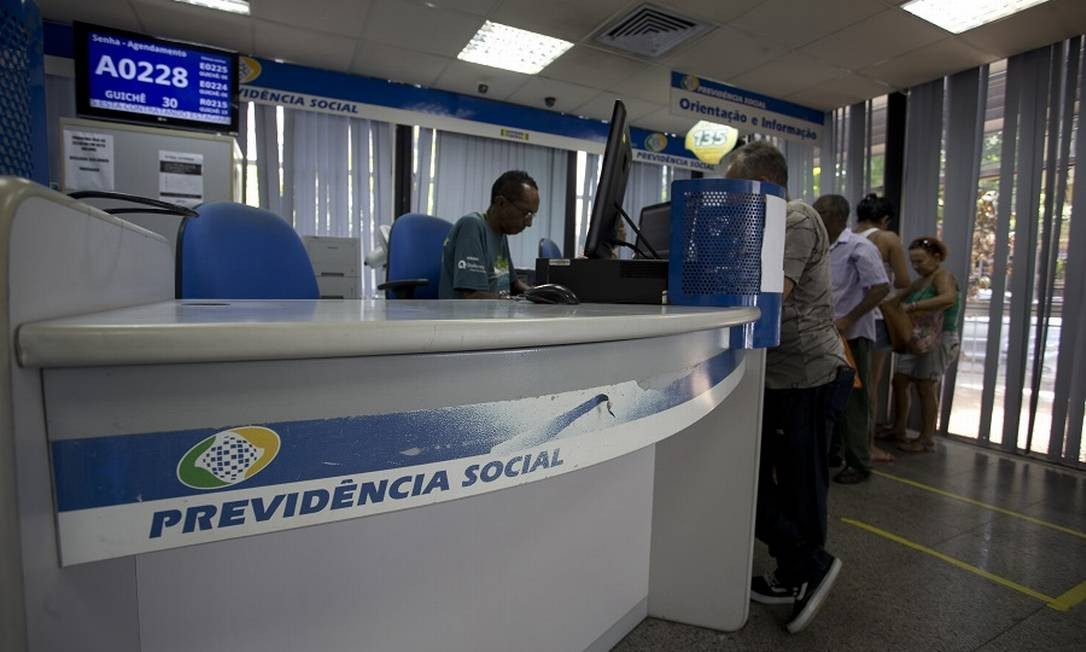 Agência do INSS no Rio: reduções na pensão. Foto: Márcia Foletto / Agência O Globo